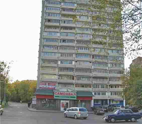 Осташковская улица. Запчасти