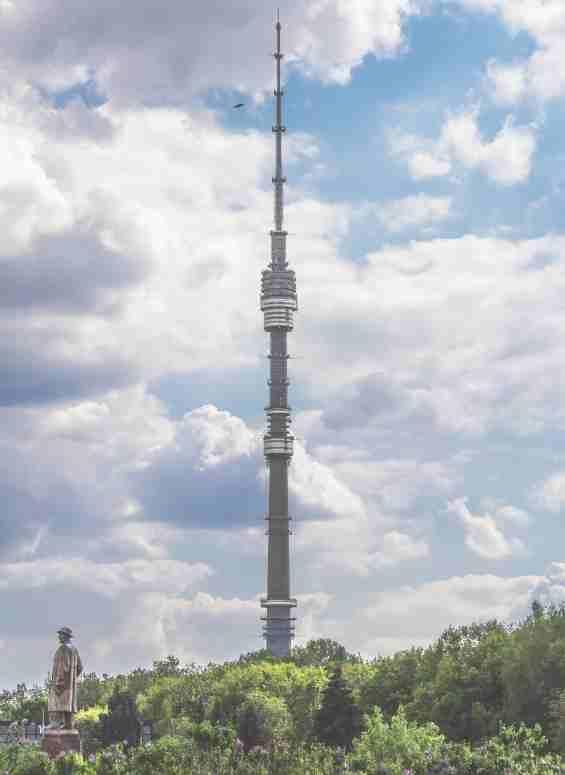 Москва. Останкинская башня на улице Академика Королева