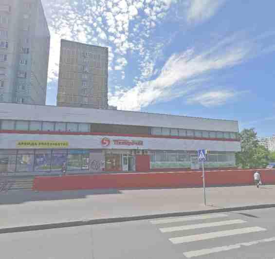 Улица Корнейчука 36. Магазин Пятёрочка